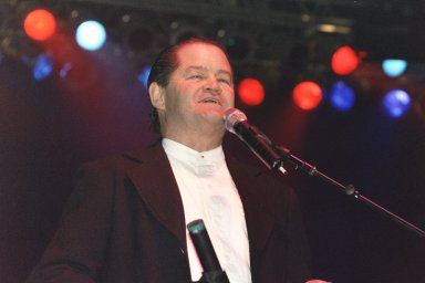 Anthony's Pictures from Mohegan Sun Casino show 2001 - 5